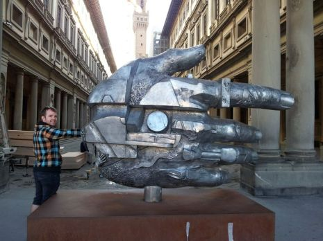 The hand outside the Uffizi Gallery