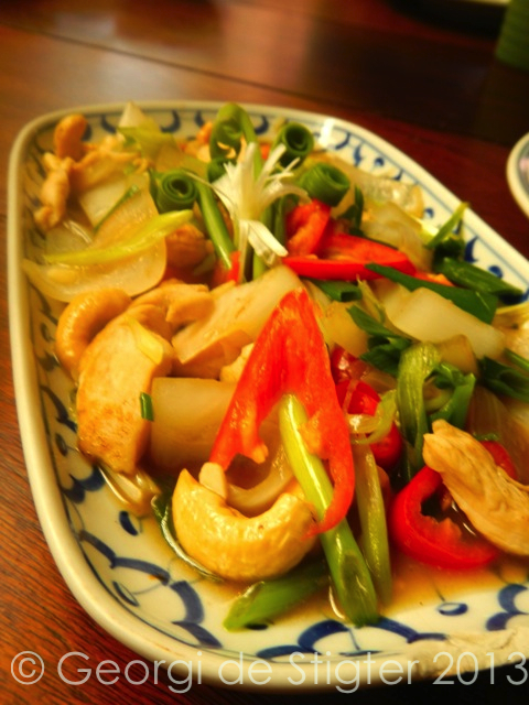 Chicken with house roasted Cashew Nuts