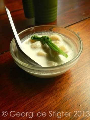 Infused with Pandanus leaf, these sweet steamed banans and creamy coconut, topped off our meal perfectly.
