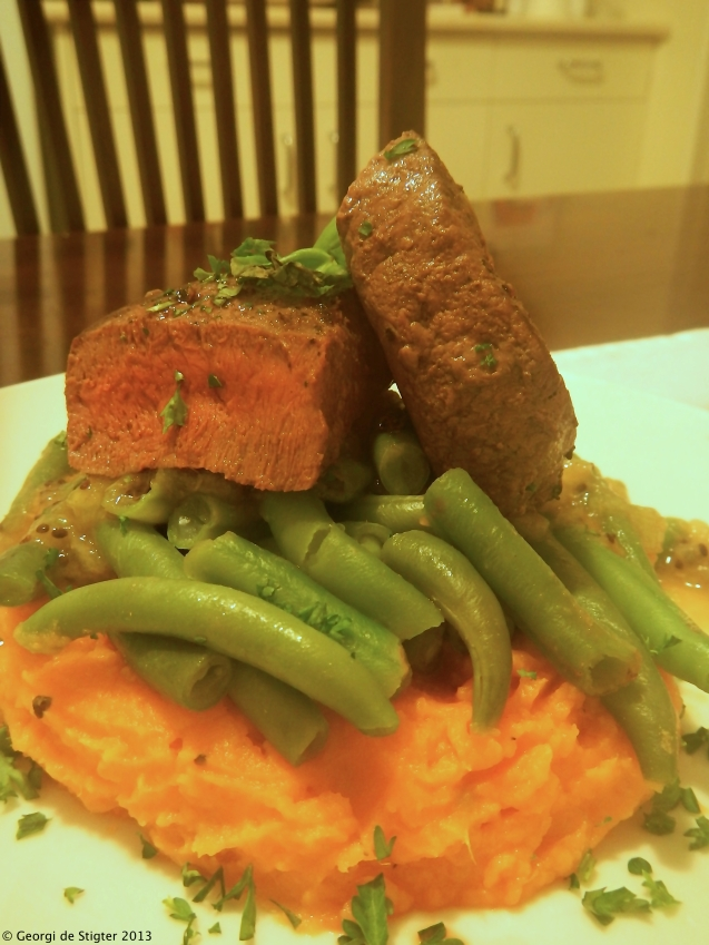 Seared Venison on a bed of green beans with Orange Kumara Mash and a kiwifruit sauce